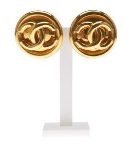 Chanel Chanel Gold-tone 'CC' Clip-on Earrings (119458)