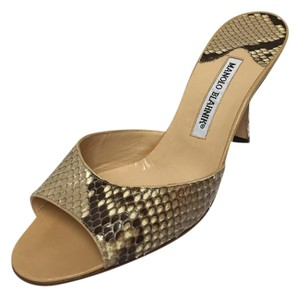 Manolo Blahnik Size 38 Made In Italy snake skin Sandals