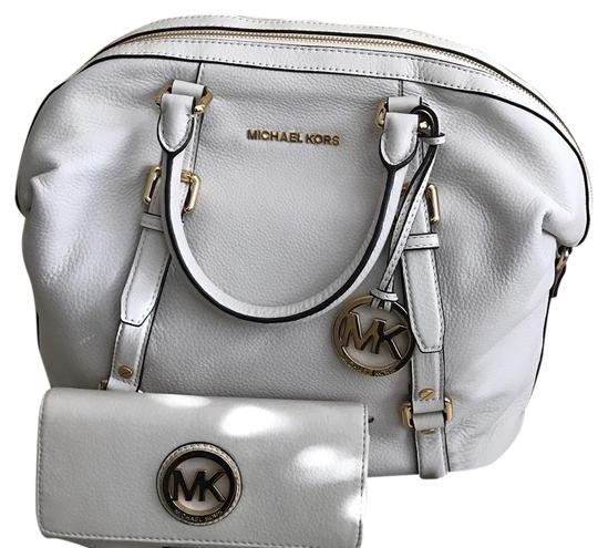 Preload https://img-static.tradesy.com/item/21069833/michael-kors-bedford-fulton-flap-wallet-vanilla-leather-satchel-0-1-540-540.jpg