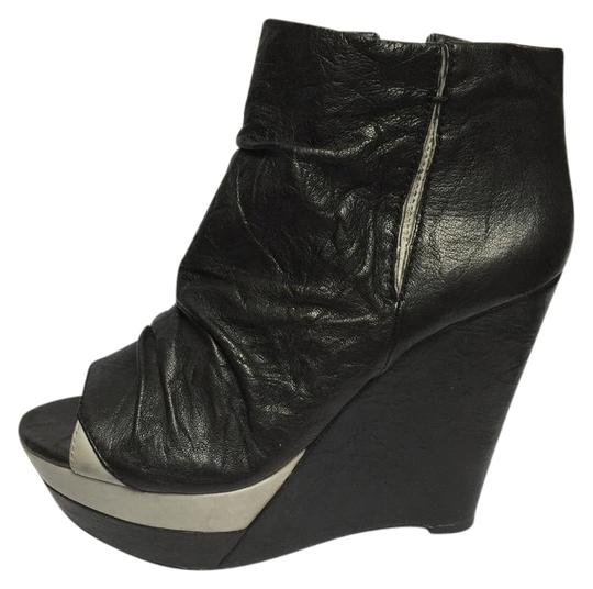 Preload https://item1.tradesy.com/images/modern-vintage-black-with-grey-accent-lot-16-4120w-wedges-size-us-7-regular-m-b-21069850-0-1.jpg?width=440&height=440