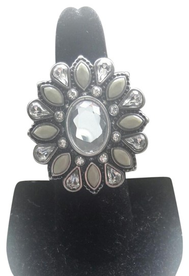 Preload https://img-static.tradesy.com/item/21069924/lia-sophia-silver-crystal-light-green-bling-ring-0-3-540-540.jpg