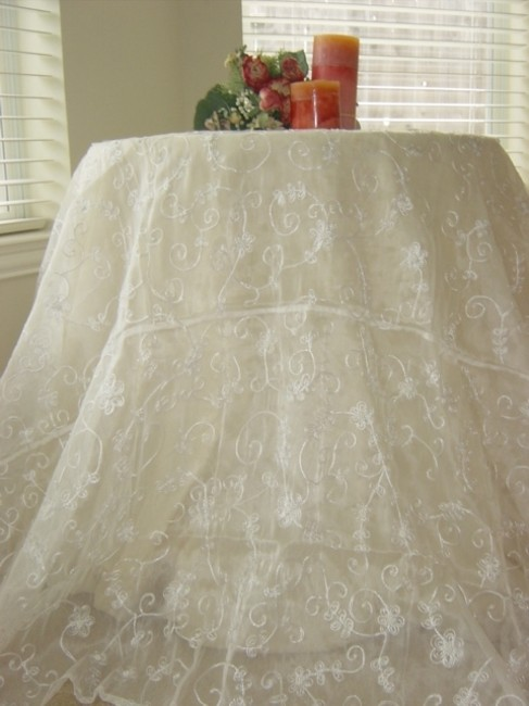 Item - White Table Topper with Pearls Tablecloth