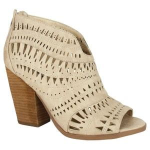 Not Rated Groove Thang Synthetic Cream Pumps