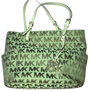 Michael Kors Tote in gold canvas