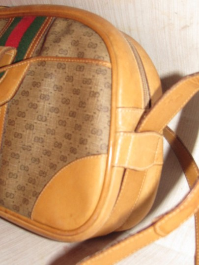 Gucci High-end Bohemian Mint Vintage Exterior Pocket Bowling Look Perfect For Everyday Satchel in brown small G logo print coated canvas & camel leather with red/green striped center Image 2