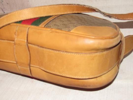 Gucci High-end Bohemian Mint Vintage Exterior Pocket Bowling Look Perfect For Everyday Satchel in brown small G logo print coated canvas & camel leather with red/green striped center Image 6