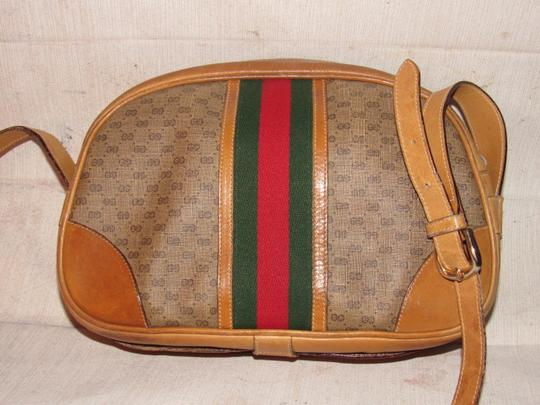 Gucci High-end Bohemian Mint Vintage Exterior Pocket Bowling Look Perfect For Everyday Satchel in brown small G logo print coated canvas & camel leather with red/green striped center Image 9