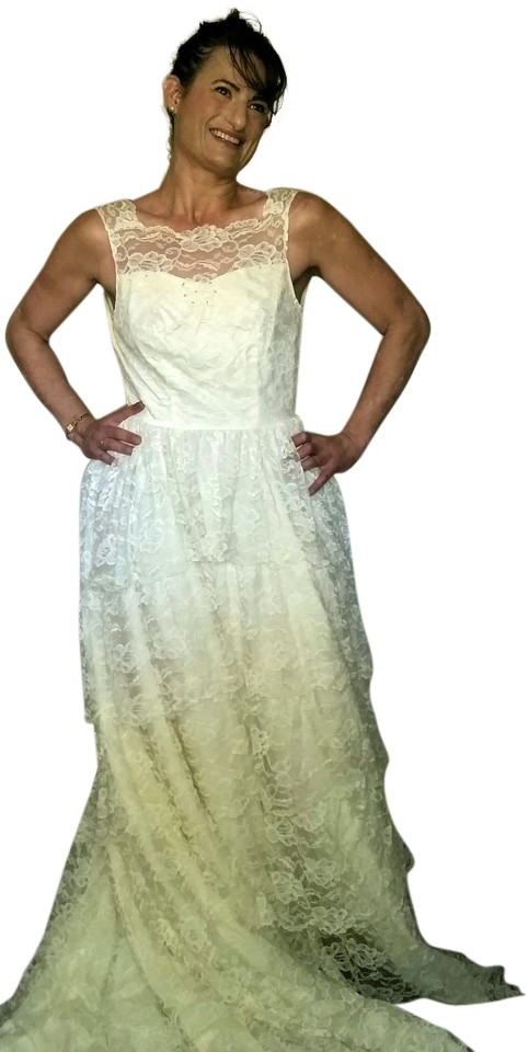 Soft White Spanish Lace And Taffeta 1950s Multi Tiered Vintage