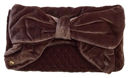 Preload https://item3.tradesy.com/images/juicy-couture-new-bow-brown-velvet-clutch-2107582-0-0.jpg?width=440&height=440
