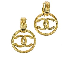 Chanel Chanel Vintage 93P Gold CC Logo Round Earrings