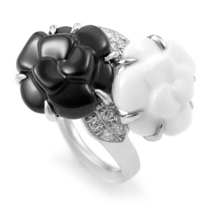 Chanel Chanel Fine Jewelry Onyx & Agate Camellia Ring