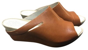 Tsubo Leather Comfortable Carmel Wedges