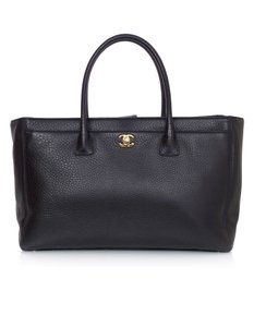 Chanel Leather Xl Cerf Tote in Black