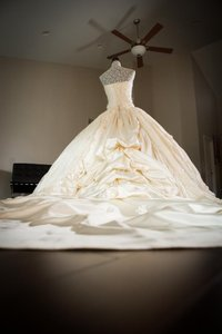 Ivory Chantilly Lace and Silk 1404 Traditional Wedding Dress Size 8 (M)