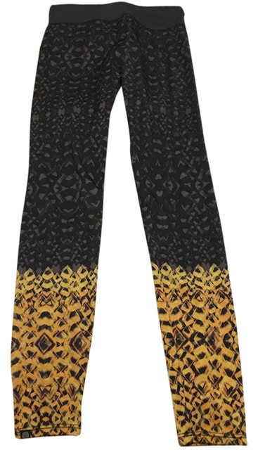 Preload https://img-static.tradesy.com/item/21080489/onzie-grey-and-yellow-activewear-bottoms-size-0-xs-25-0-1-650-650.jpg