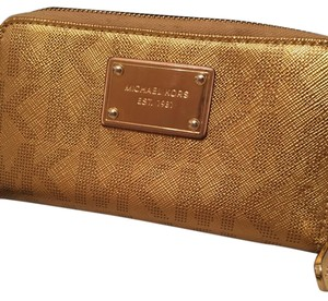 Michael Kors Wristlet in Cold