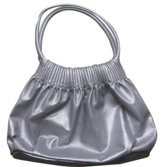 Preload https://img-static.tradesy.com/item/2108306/american-eagle-outfitters-75533-silver-vinyl-shoulder-bag-0-0-540-540.jpg