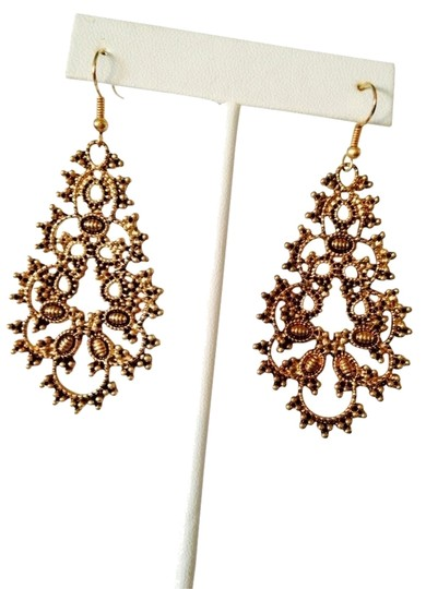 Preload https://item1.tradesy.com/images/neiman-marcus-antiqued-gold-floral-garden-earrings-2108360-0-0.jpg?width=440&height=440