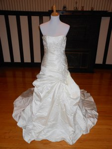 Pronovias Ivory Satin Nazua Destination Wedding Dress Size 8 (M)