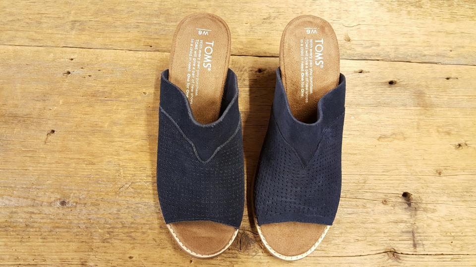 f2f9086cac1 TOMS Navy Suede Perforated Women s Majorca Sandals Mules Slides Size ...