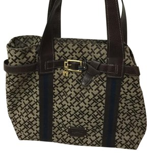 Tommy Hilfiger Tote in brown pattern