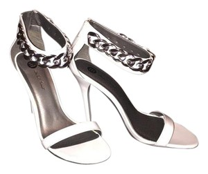 Michael Antonio White Pumps