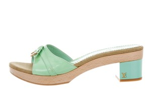 Louis Vuitton Gold Hardware Lv Logo Bow Vernis Green, Gold Sandals