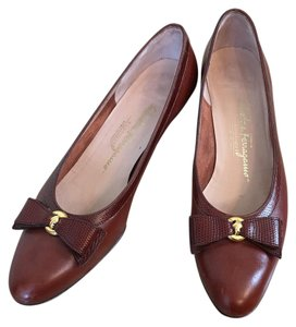 Salvatore Ferragamo Brown, gold Pumps