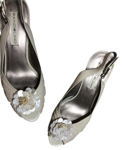 Bandolino Size 6 Wedding Night Out Communion Low Heel Cream Pumps