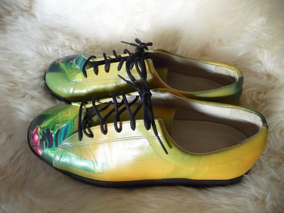 Can White Shoes Be Dyed Black