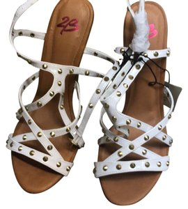 2b bebe white Wedges
