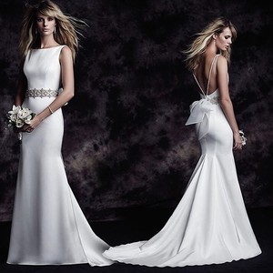 Paloma Blanca Soft White Satin and Organza Bow Style:4614 Modern Wedding Dress Size 8 (M)