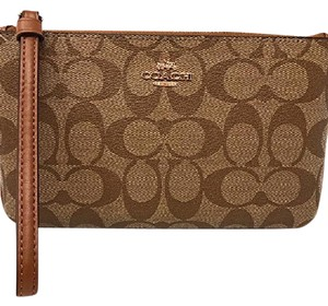 Coach Wristlet in khaki/saddle