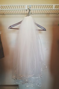 Beautiful Simple Veil. Simple Silk Detail On The Ends. Many Layers.