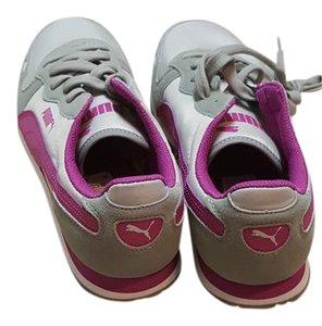 Puma Sneaker Pink, Gray and White Athletic