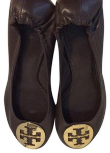 Tory Burch Leather Gold Tone Block Heels brown Pumps