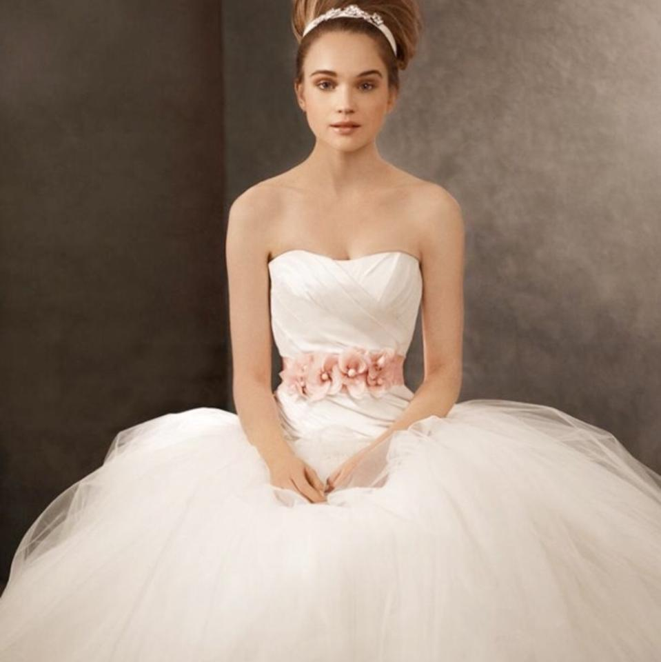 Vera Wang Ivory Tulle and Taffeta Ball Gown Traditional Wedding ...