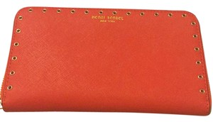 Henri Bendel west 57TH Continental zip around wallet