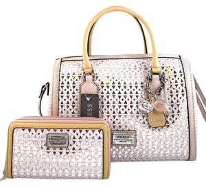 Guess Satchel in pink light rose