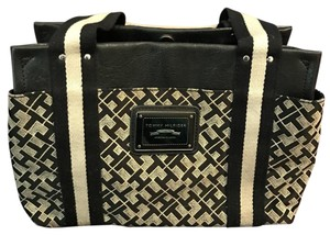 Tommy Hilfiger Satchel in black and white