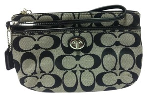 Coach F49175 49175 Medium Wristlet in Black/White
