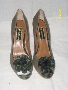 Beverly Feldman Camouflage Pumps