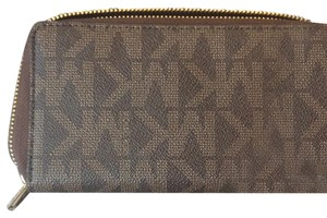 Michael Kors Wristlet in brown and gold