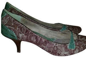Seychelles Green with pattern Pumps