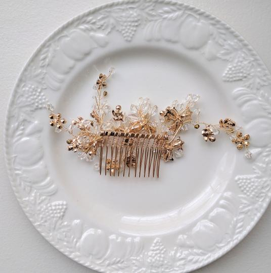 Gold Comb Hair Accessory Image 3