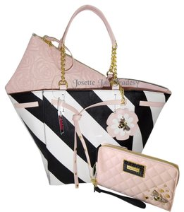 Betsey Johnson Pouch Zip Around Wallet Tote in black / bone
