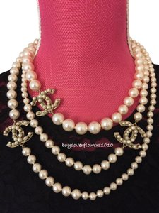 Chanel AUTH BRAND NEW Classic CC Logo Graduated Pearl 64