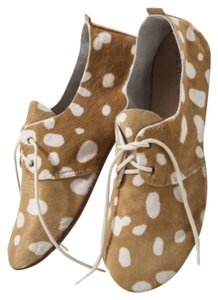 zuzii camel and white Flats