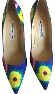 Manolo Blahnik yellow blue Pumps