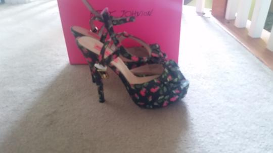 Betsey Johnson Multi Pumps Image 4